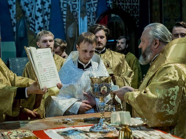 Митрополит Аристарх совершил священническую хиротонию