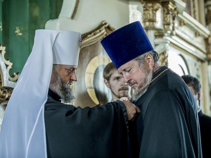 В канун Пятидесятницы митрополит Аристарх посетил поселок Инской