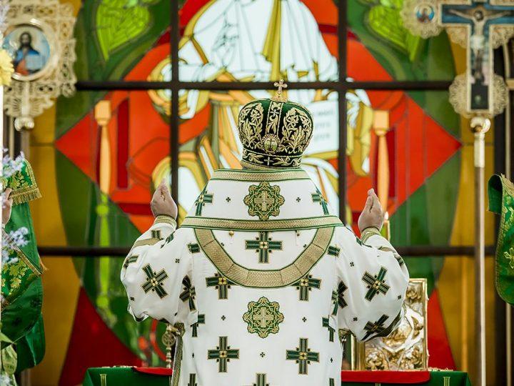 Митрополит возглавил торжества по случаю престольного праздника Троицкого храма города Кемерово
