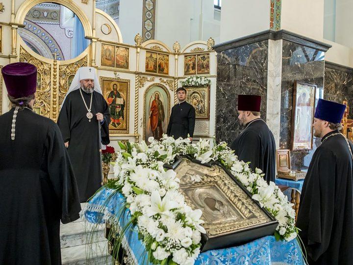 В канун престольного дня глава митрополии молился в Казанском храме Кемерова