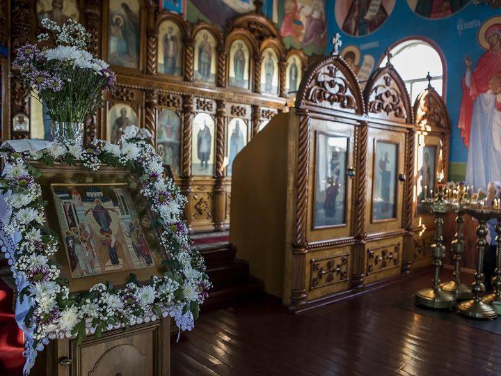 Глава митрополии совершил Всенощное бдение в канун престольного дня Покровского храма Прокопьевска