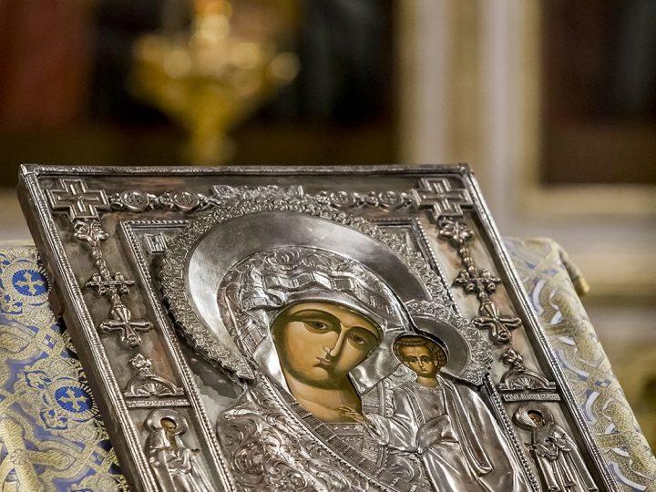 В праздник Казанской иконы Божией Матери митрополит служил в главном храме Кузбасса