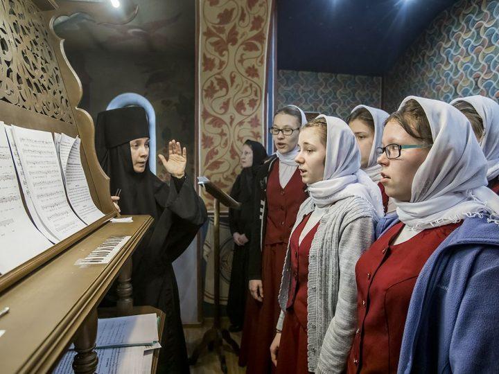 Правящий архиерей совершил Всенощное бдение в Свято-Серафимо-Покровском женском монастыре