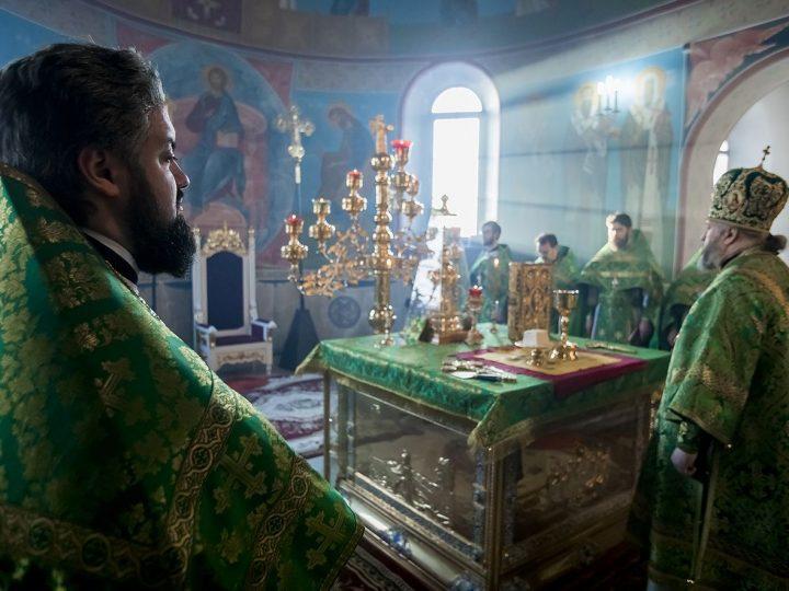Первую Литургию в 2018 году митрополит совершил в храме праведного Иоанна Кронштадтского в Березовском