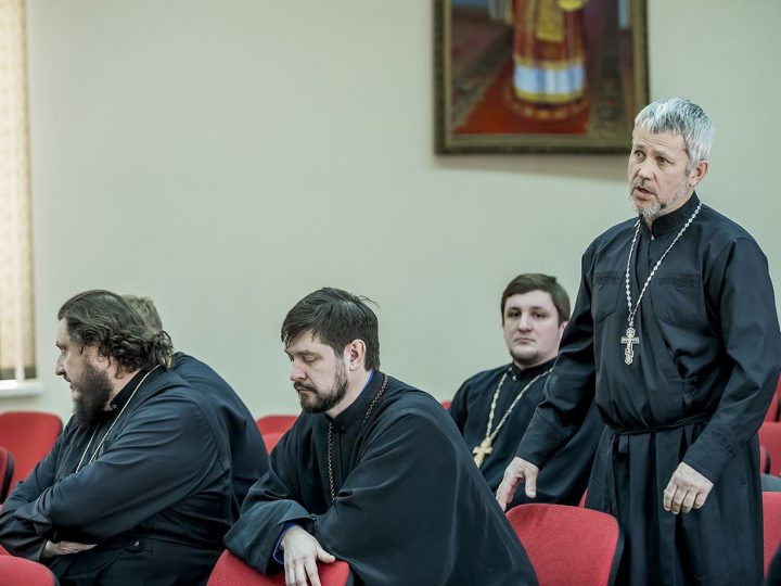 В Кемеровской епархии прошло собрание благочинных и руководителей епархиальных отделов