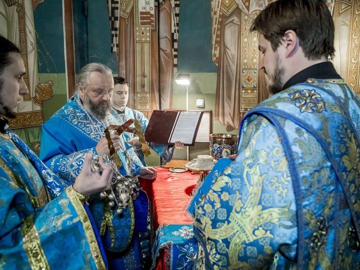 В праздник Сретения Господня митрополит совершил Литургию в кафедральном соборе