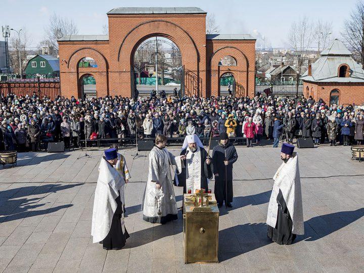 31 марта в Кузбассе вспоминали жертв пожара в «Зимней вишне»