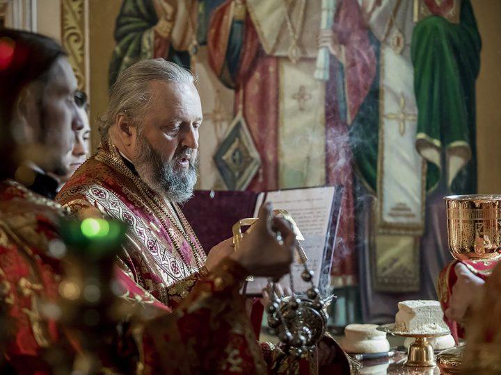 В Светлый четверг митрополит Аристарх совершил Литургию в Вознесенском храме Белова