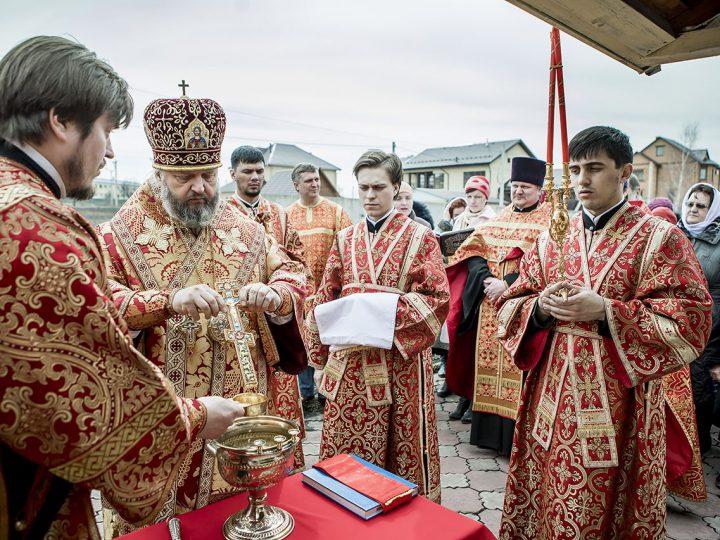 В Светлый пяток митрополит совершил чин малого освящения воды