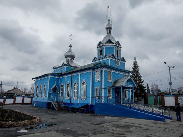 Вечером в Светлый вторник митрополит совершил богослужение в Покровском храме Прокопьевска