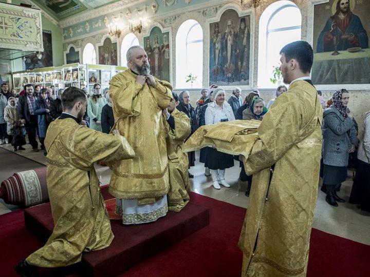 Митрополит Аристарх возглавил торжества престольного дня Никольского собора в Кемерове