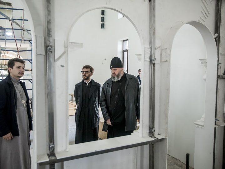 Глава митрополии совершил объезд строящихся храмов Кемерова