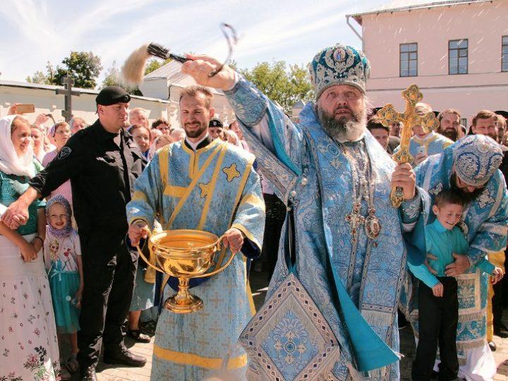Глава митрополии принял участие в Литургии в дни одигитриевских торжеств в Смоленске