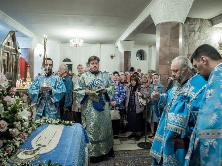 В праздник Успения Пресвятой Богородицы митрополит совершил Литургию в кафедральном соборе