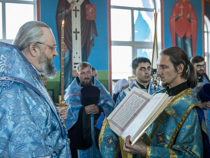 Митрополит Аристарх поздравил клириков и прихожан старейшего храма Прокопьевска с юбилейной датой