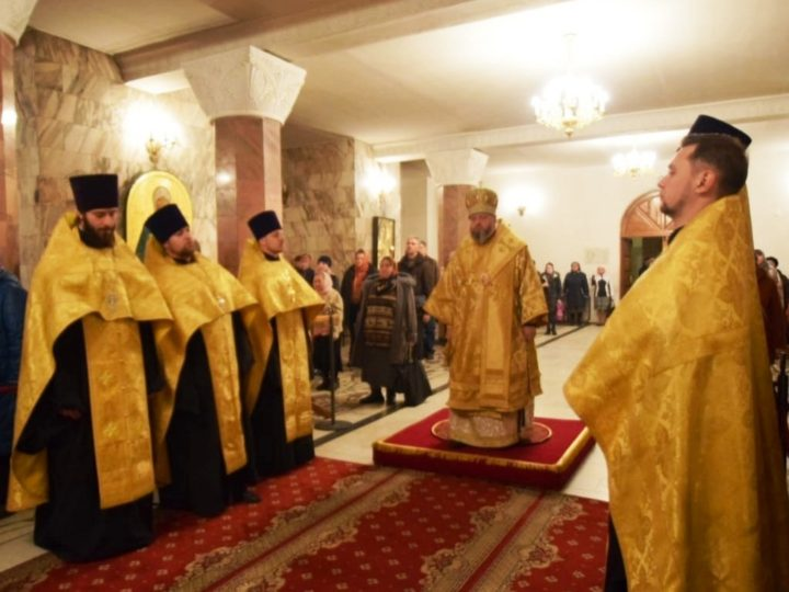 В Знаменском соборе в неделю 21-ю по Пятидесятнице состоялись воскресные богослужения