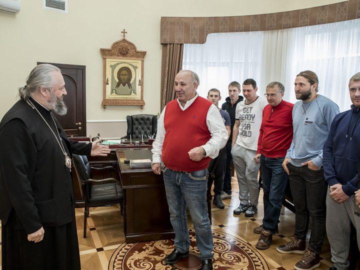 Глава Кузбасской митрополии встретился с представителями хоккейного клуба «Кузбасс»