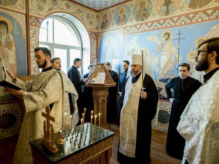 Правящий архиерей отслужил панихиду по погибшим в Керчи