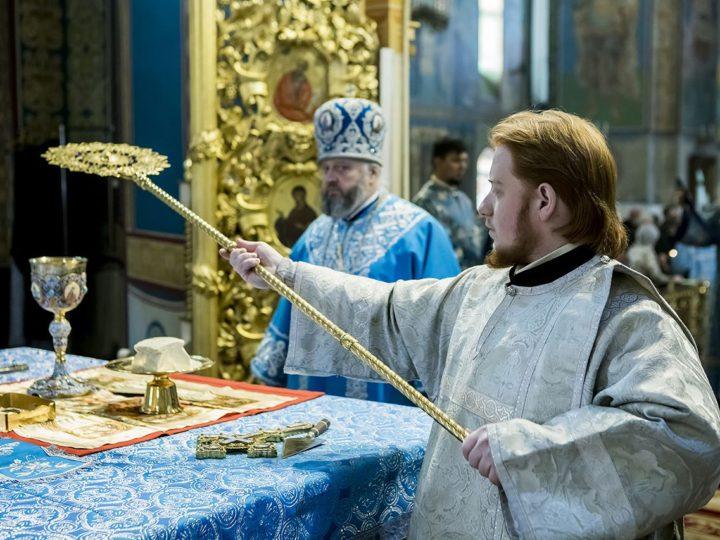 В праздник Введения Пресвятой Богородицы митрополит совершил диаконскую хиротонию