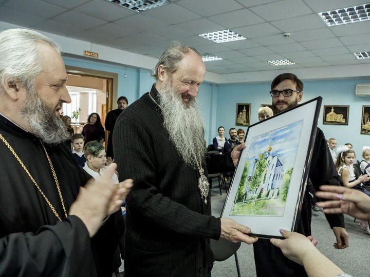 Главы Вятской и Кузбасской митрополий посетили Православную гимназию в Кемерове
