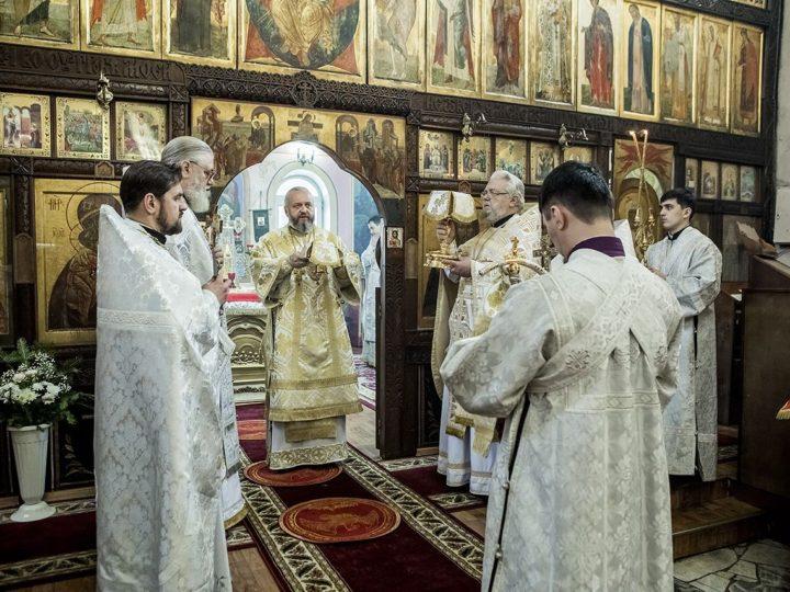Глава митрополии совершил Божественную литургию в храме Новомучеников и Исповедников Церкви Русской