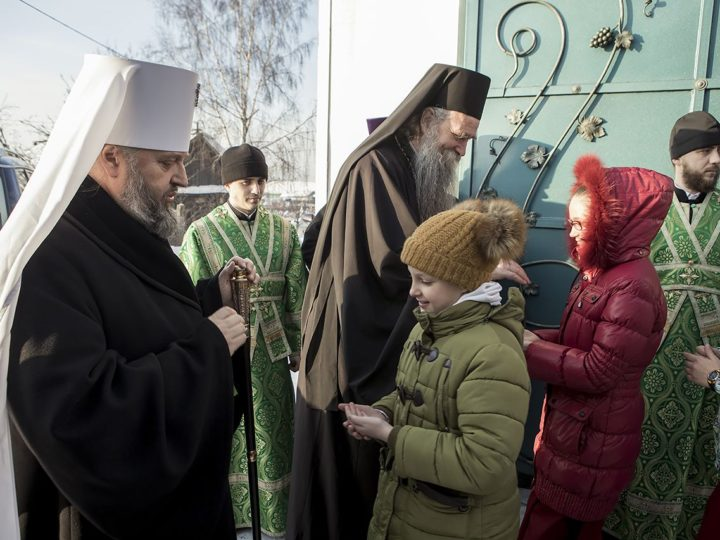 Два архиерея совершили богослужение в канун престольного дня женского монастыря