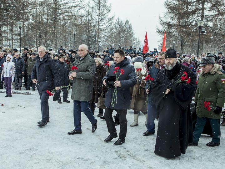 Глава Кузбасской митрополии принял участие в церемонии возложения цветов к мемориалу «Воинам-кузбассовцам, погибшим в локальных войнах и военных конфликтах»