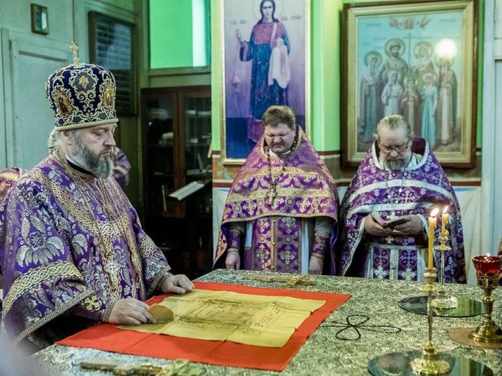 Первую седмицу поста митрополит завершил Литургией в Иверском храме Кемерова