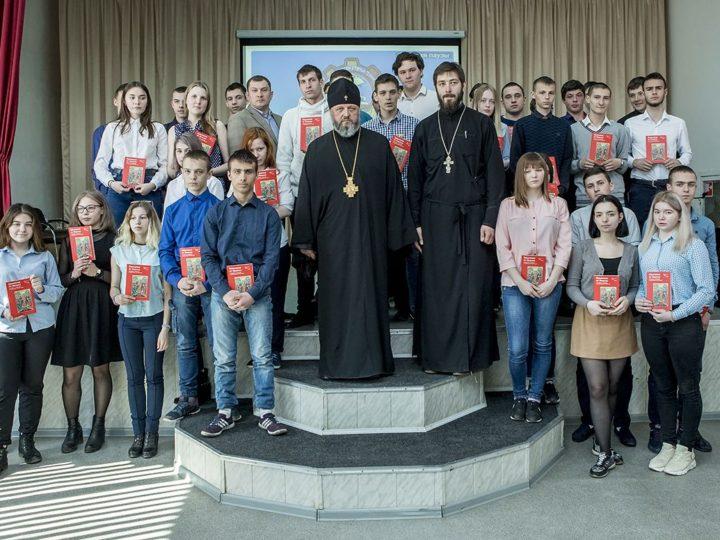 Глава Кузбасской митрополии встретился с учащимися кемеровского техникума