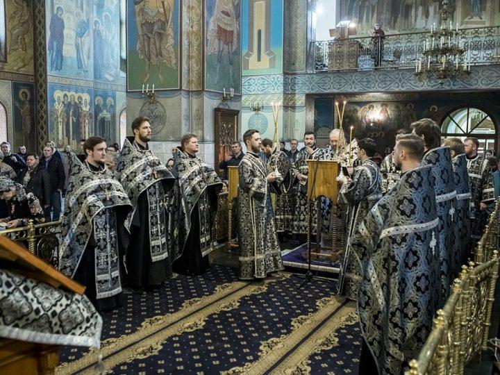 Митрополит Аристарх совершил утреню с чтением Великого Покаянного канона