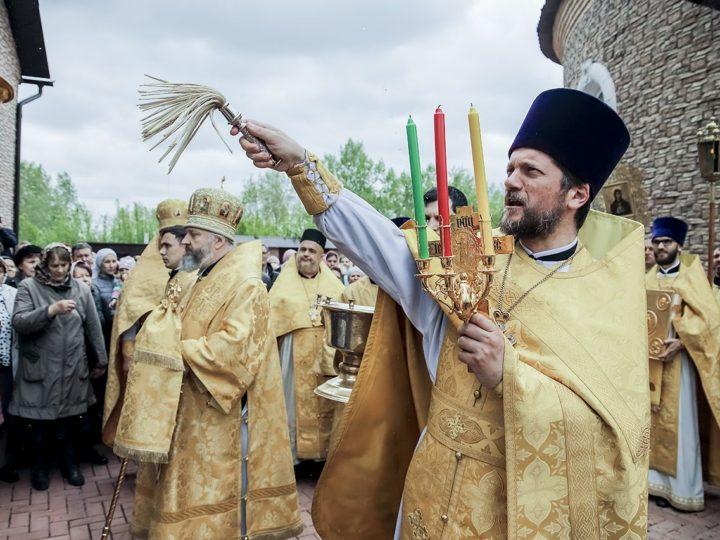 Свой престольный праздник встретил старейший кемеровский храм