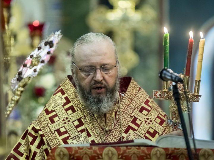 В первый день Пасхи митрополит совершил Великую вечерню в главном храме Кузбасса