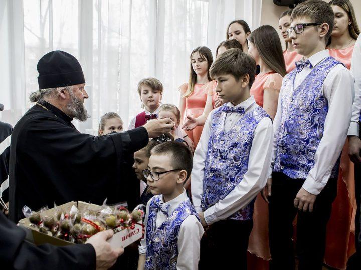 Митрополит Аристарх посетил детскую музыкальную школу № 40 в Новокузнецке