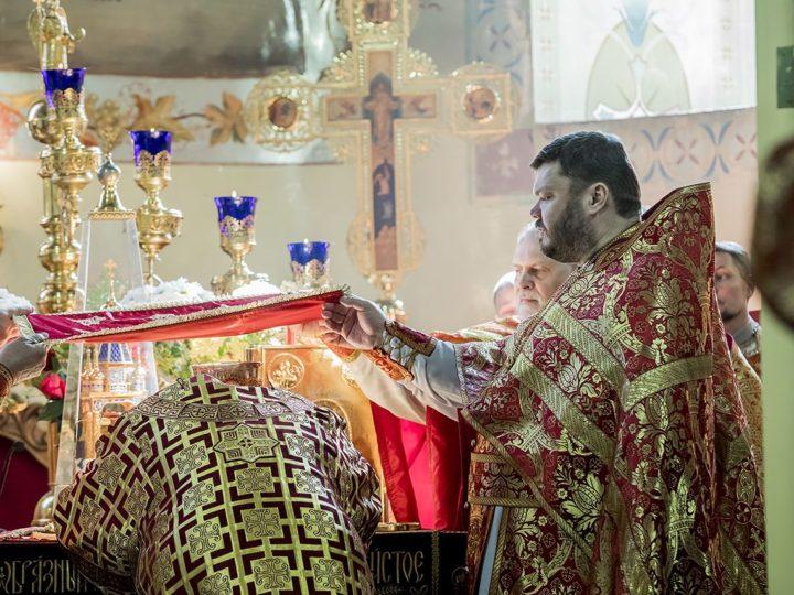 Во вторник Светлой седмицы митрополит совершил Литургию в соборе Рождества Иоанна Предтечи г. Прокопьевска