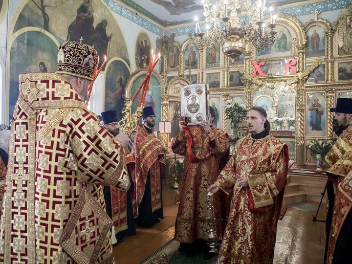 В Светлую среду вечером глава митрополии совершил Великую вечерню в Петропавловском храме Киселевска