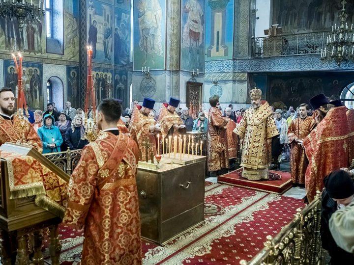 В день Радоницы митрополит Аристарх совершил панихиду в Знаменском соборе