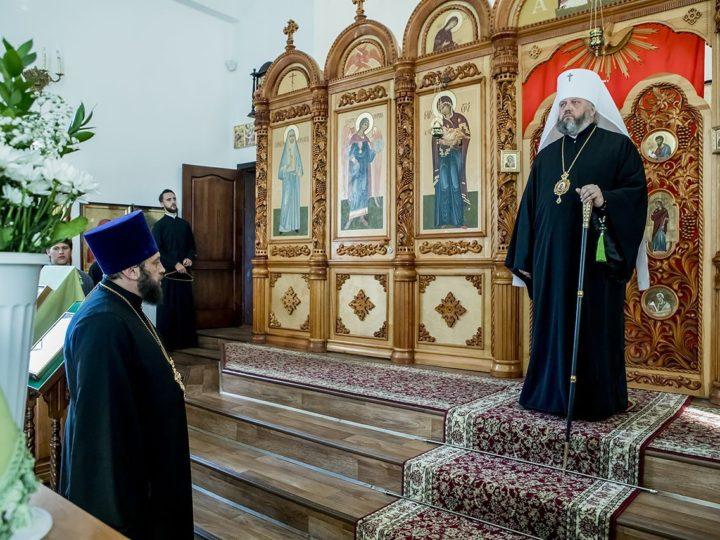 Глава митрополии посетил Сергиевский храм в Киселёвске в канун престольного дня