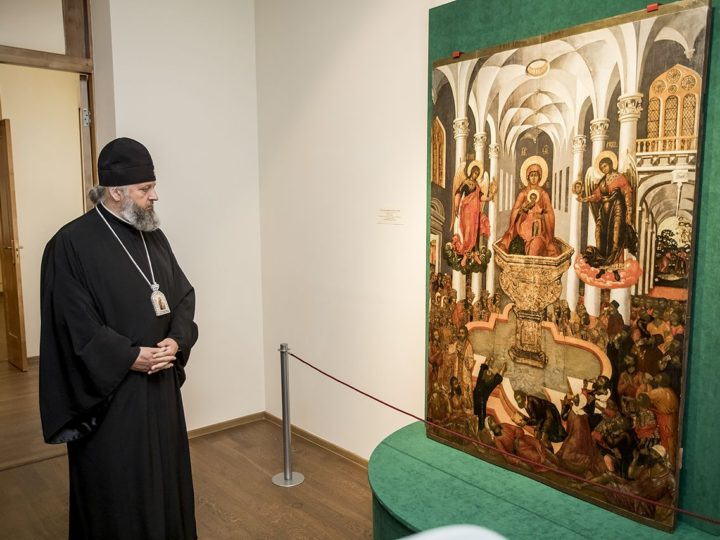 Глава митрополии принял участие в открытии выставки «Огонь и вода. Образы стихий в христианском искусстве» в кемеровском Музее изобразительных искусств