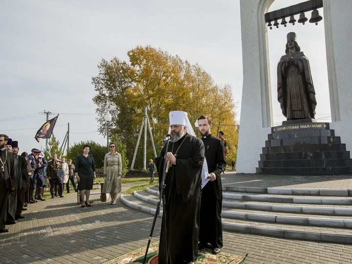 Глава митрополии освятил в Прокопьевском районе скульптуру святого, родившегося на территории Кузбасса