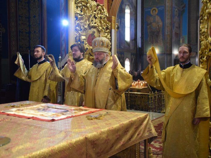 В 21-ю неделю по Пятидесятнице митрополит совершил богослужения в кафедральном соборе