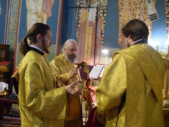 Митрополит Аристарх совершил богослужения 23-й недели по Пятидесятнице в Знаменском соборе