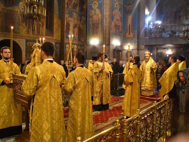 Глава митрополии совершил богослужения 27-й недели по Пятидесятнице в кафедральном соборе