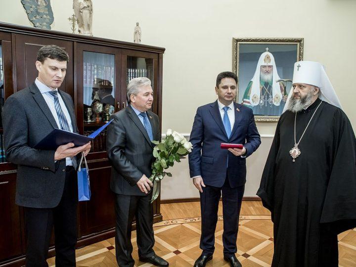 Митрополит Аристарх награждён юбилейным знаком «25 лет законодательной власти Кемеровской области»