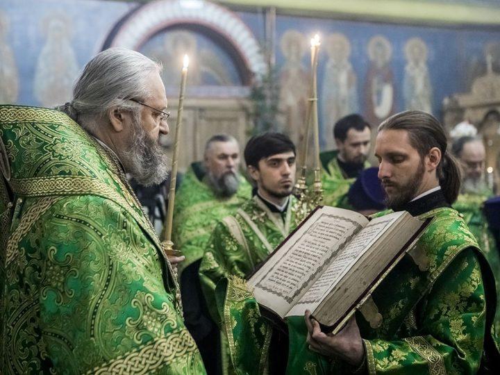 Глава митрополии совершил богослужение в женском монастыре Ленинска-Кузнецкого в престольный день