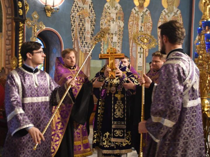 Митрополит Аристарх совершил в Знаменском соборе богослужения Крестопоклонной недели