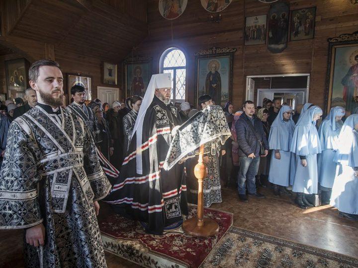 Третью часть Великого канона митрополит прочёл на кемеровском приходе иконы Божией Матери «Всех скорбящих Радость»