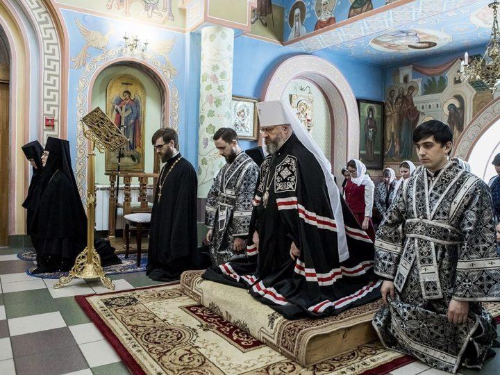 Митрополит возглавил повечерие с чтением Великого канона в Свято-Успенском женском монастыре Елыкаева