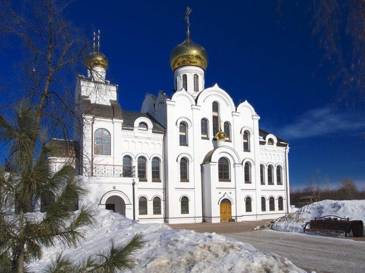 Во вторник первой седмицы Великого поста митрополит помолился на Троицком приходе в Кемерове