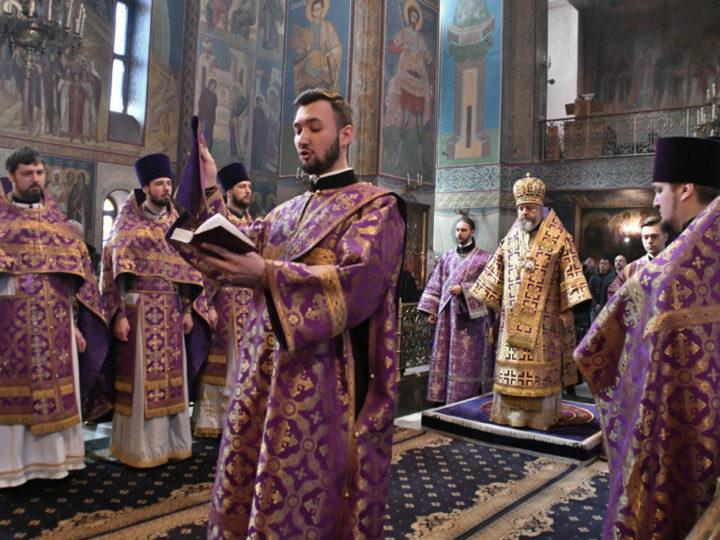 Митрополит Аристарх возглавил молитву о благополучии Кузбасса