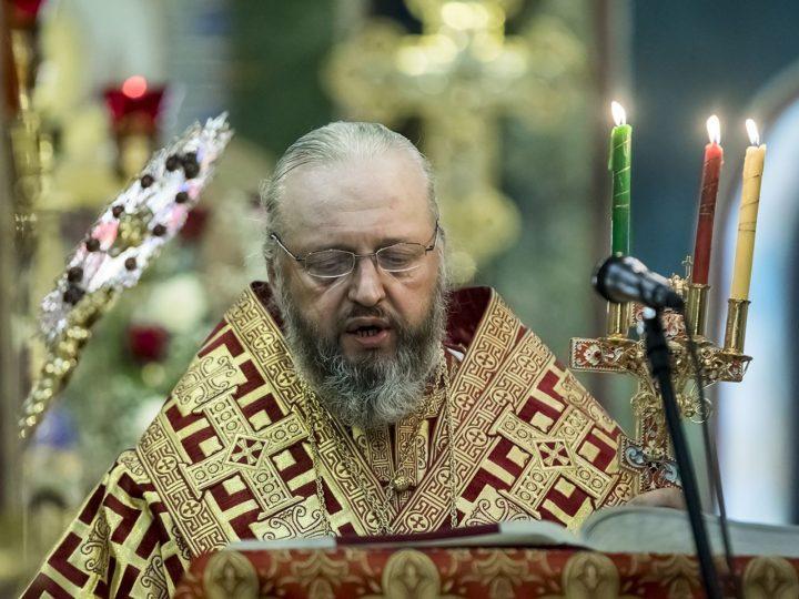 Глава митрополии совершил Великую вечерню в кафедральном соборе
